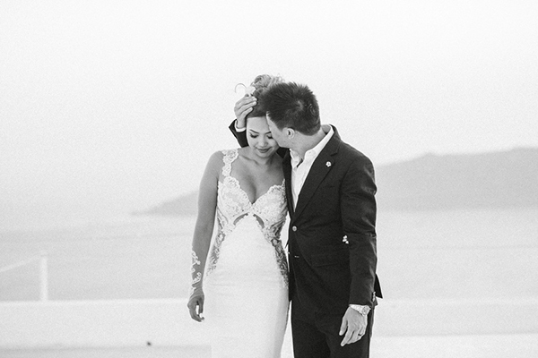 chic-destination-wedding-Santorini-4