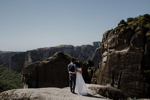 romantic-elopement-meteora-2