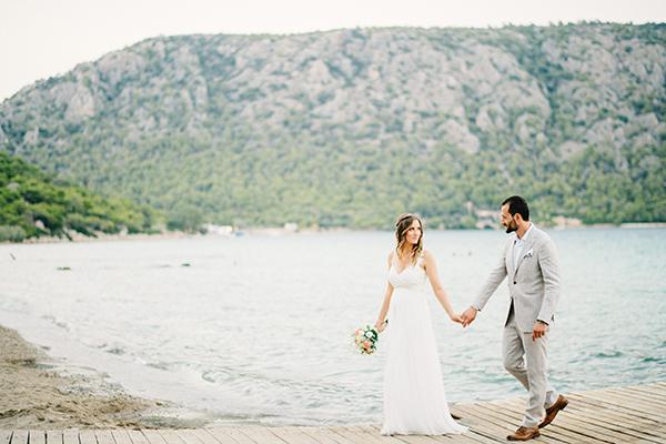 unique-wedding-right-beach-1-2