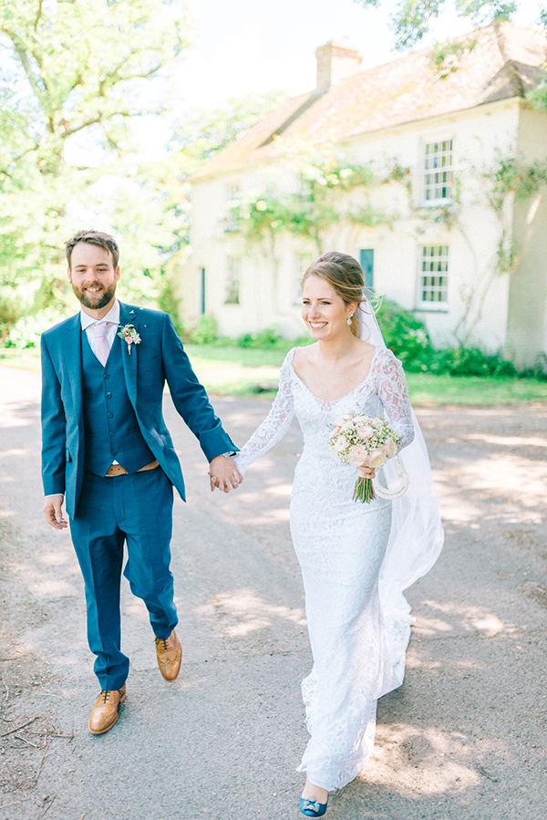 beautiful-rustic-barn-wedding-17