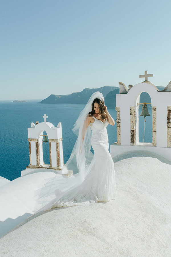 romantic-destination-wedding-Santorini-2x