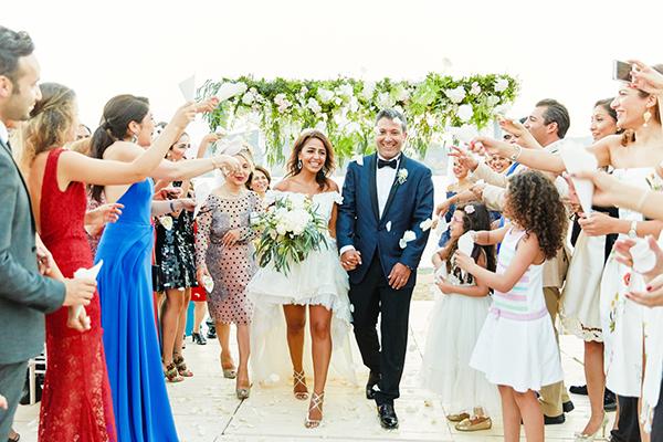 romantic-elegant-wedding-on-the-beach-16