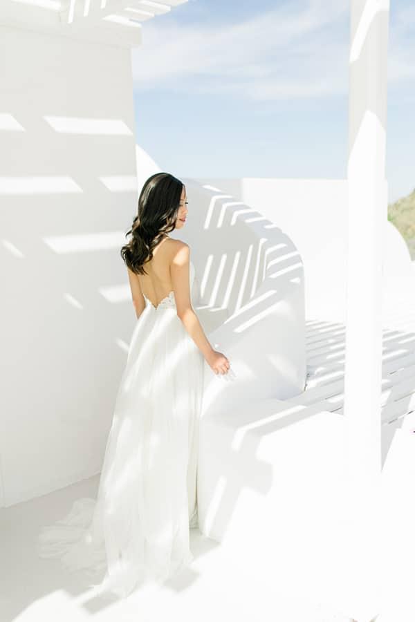 modern-intimate-elopement-santorini_12.