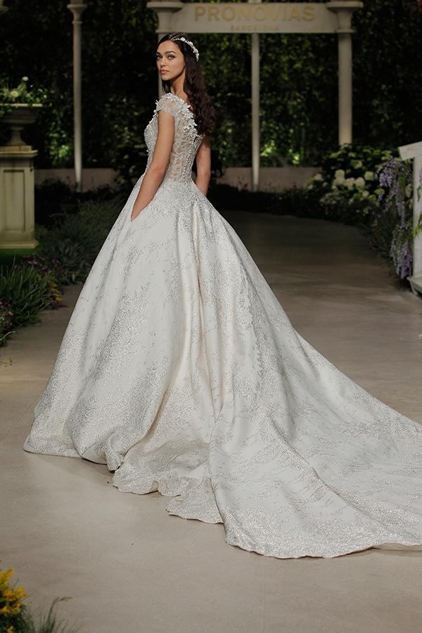 impressive-bridal-fashion-show-that-mesmerize-us-pronovias-barcelona_14