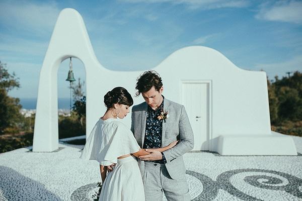 modern-romantic-elopement-santorini-_01