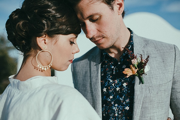 modern-romantic-elopement-santorini-_02