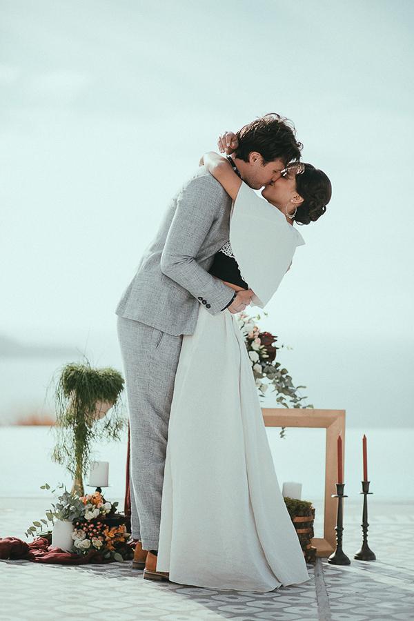 modern-romantic-elopement-santorini-_18