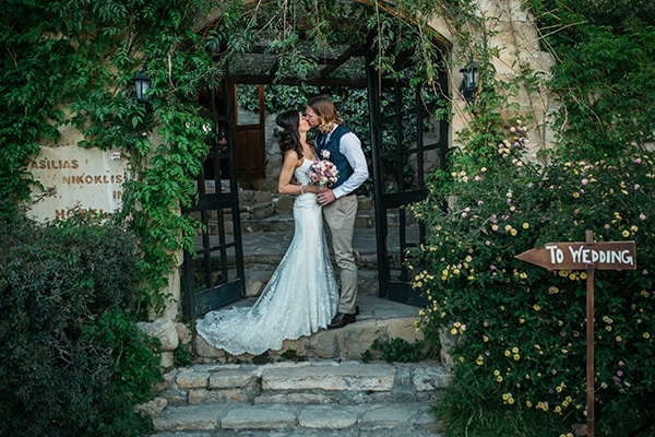 rustic-romantic-cyprus-wedding-_32