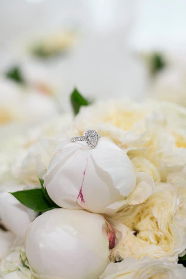 classic-elegant-wedding-white-flowers_05