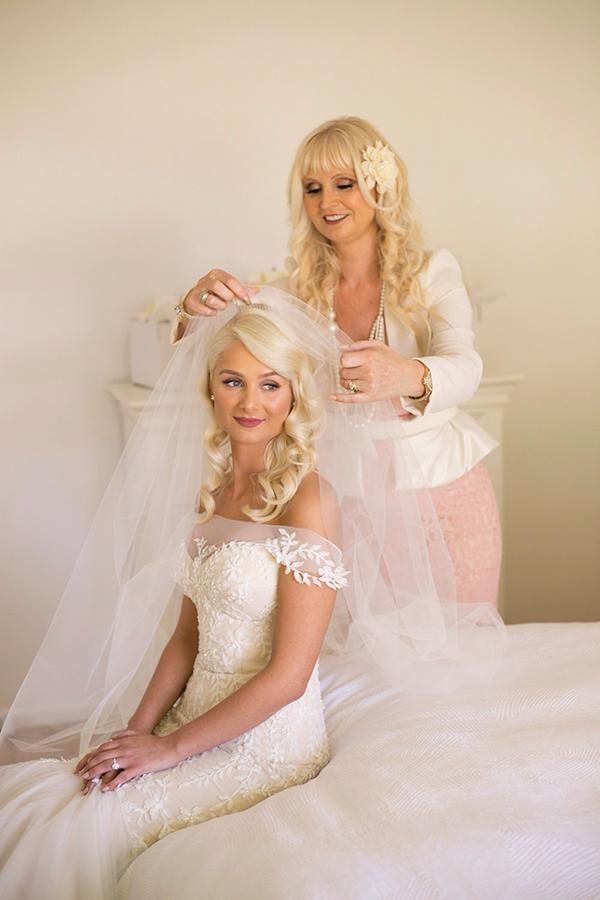 classic-elegant-wedding-white-flowers_11