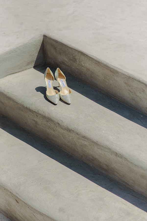 intimate-wedding-minimal-details-santorini_05x