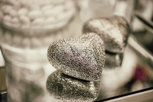 gatsby-themed-wedding-silver-purple-hues_17