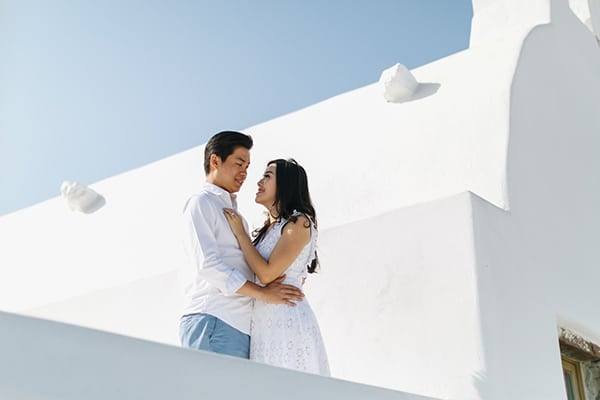 romantic-engagement-session-santorini_01