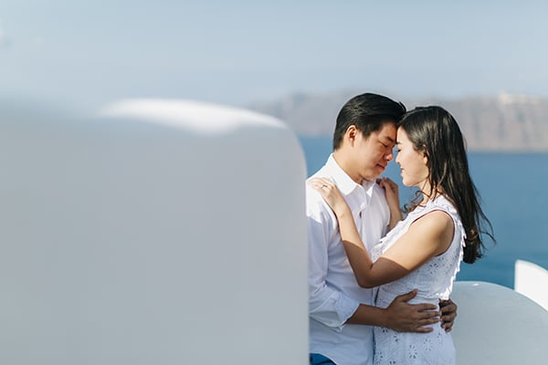 romantic-engagement-session-santorini_02
