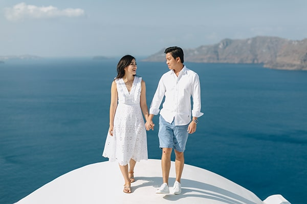 romantic-engagement-session-santorini_02x