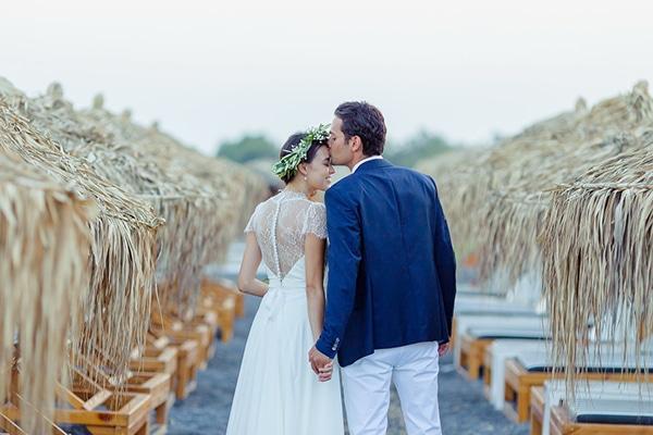 beautiful-beach-wedding-santorini_02