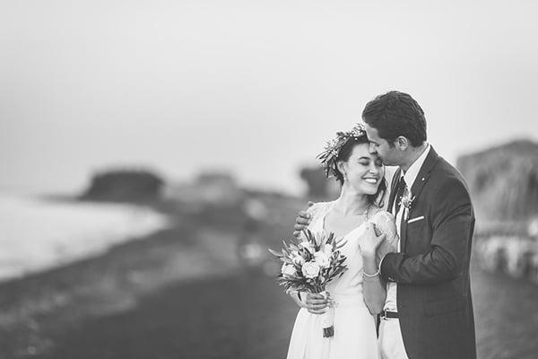 beautiful-beach-wedding-santorini_04x