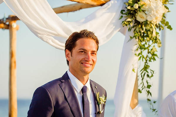 beautiful-beach-wedding-santorini_10