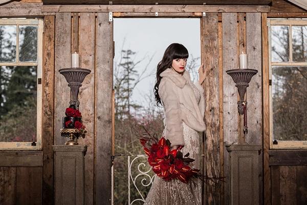 romantic-winter-barn-styled-shoot_06x