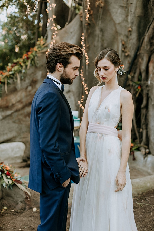 breathtaking-fairytale-styled-shoot-greece_09