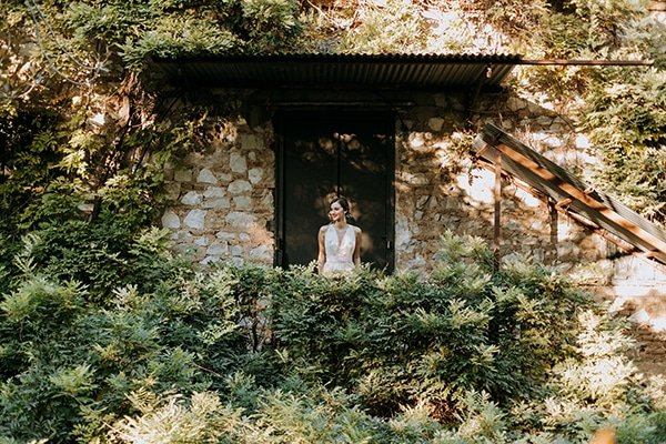 breathtaking-fairytale-styled-shoot-greece_11