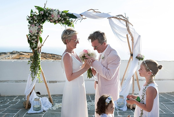romantic-destination-wedding-folegandros_11