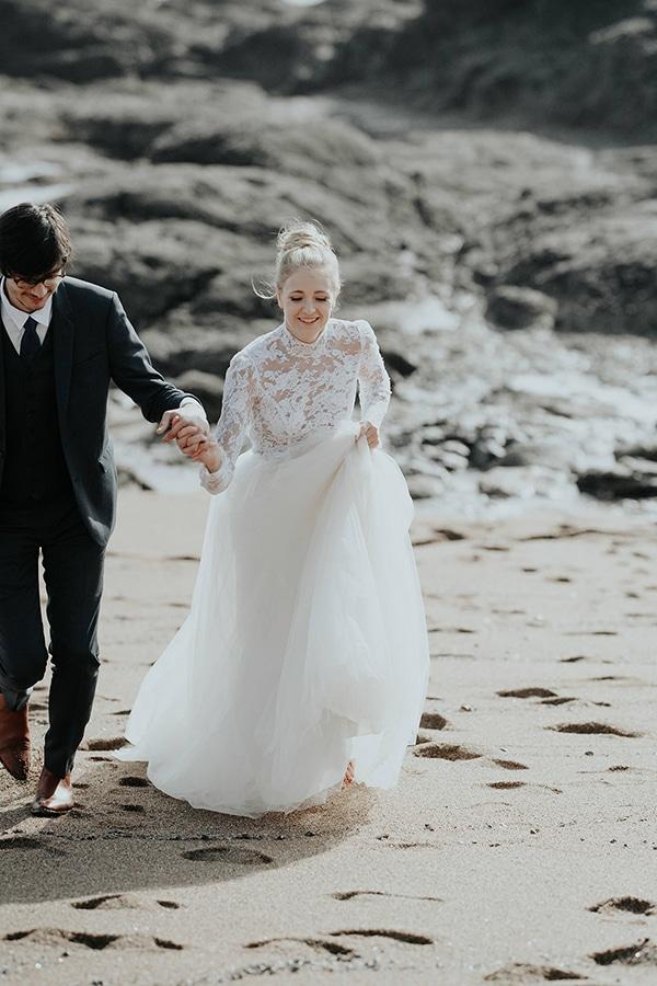 romantic-winter-elopement-ocean_05x