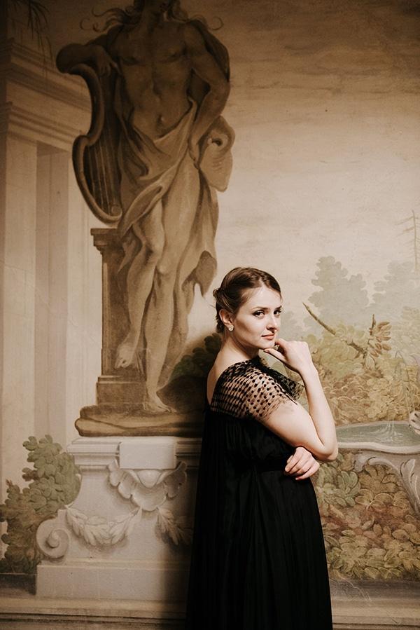 romantic-moody-styled-shoot-luxurious-villa_15