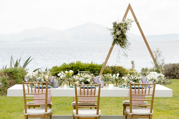 elegant-luxury-styled-shoot-gold-white-hues_01x