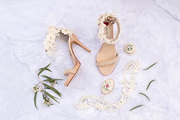 elegant-luxury-styled-shoot-gold-white-hues_04x