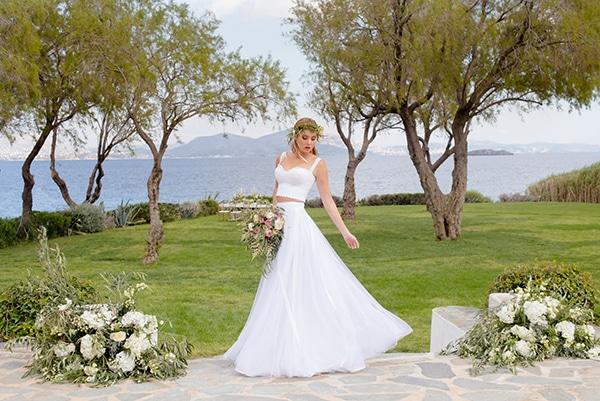elegant-luxury-styled-shoot-gold-white-hues_19x