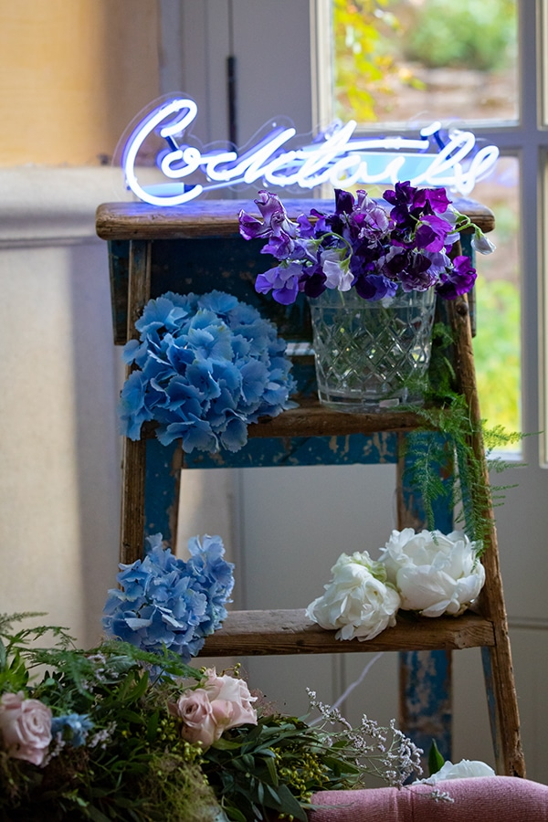 fairytale-styled-shoot-white-blue-hues_06x