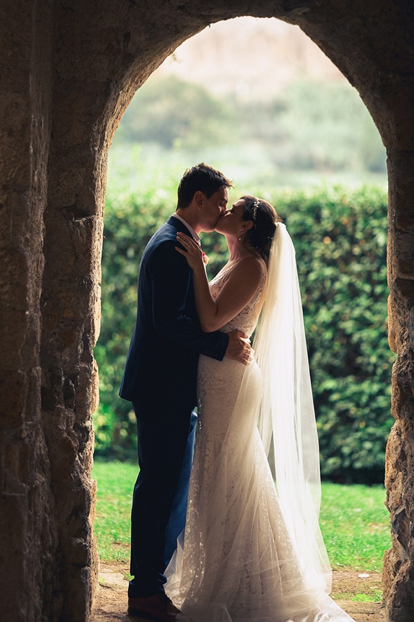 gorgeous-wedding-burgundy-hues-italy_21