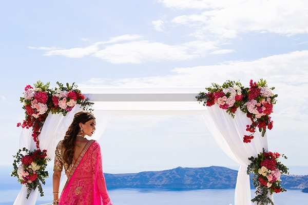 romantic-Indian-styled-shoot-santorini_01