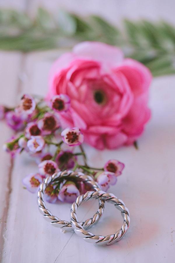 lavish-bridal-shoot-prettiest-flowers_27