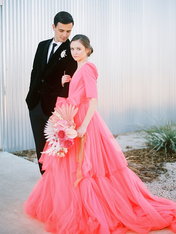 modern-styled-shoot-coral-black-tones_01x