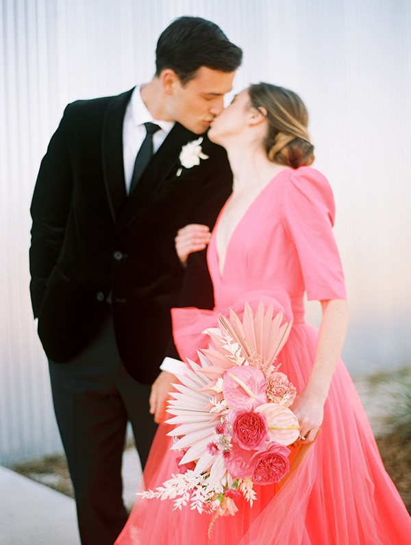 modern-styled-shoot-coral-black-tones_02