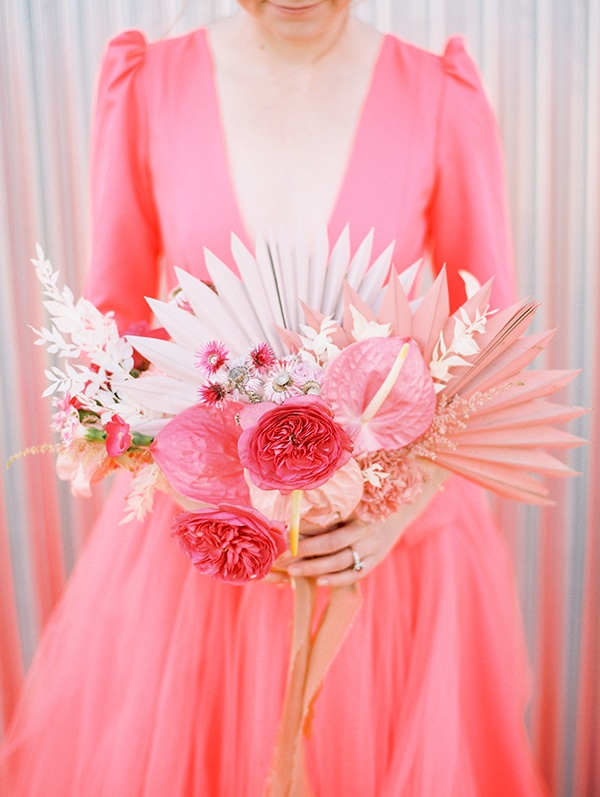 modern-styled-shoot-coral-black-tones_03