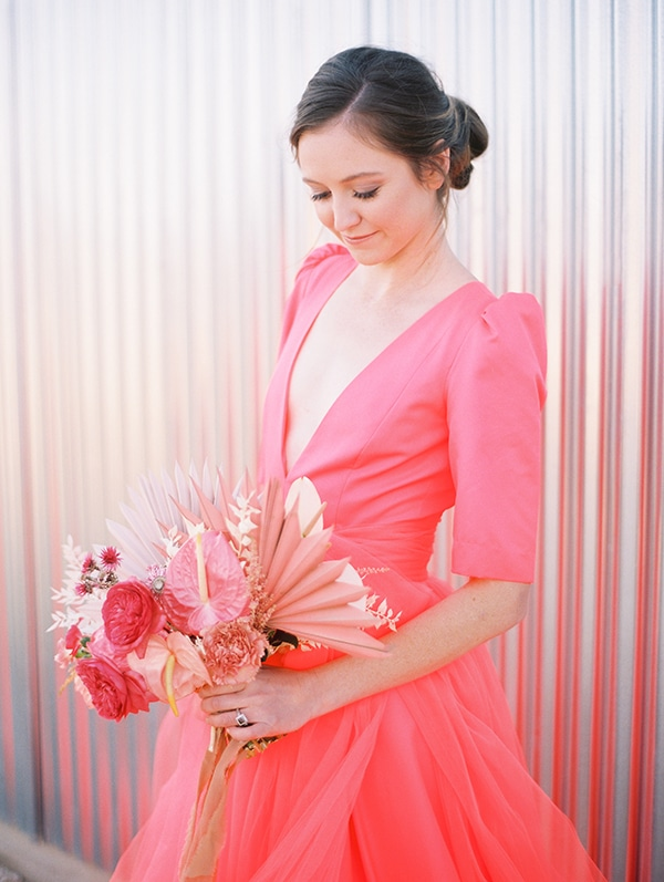 modern-styled-shoot-coral-black-tones_06