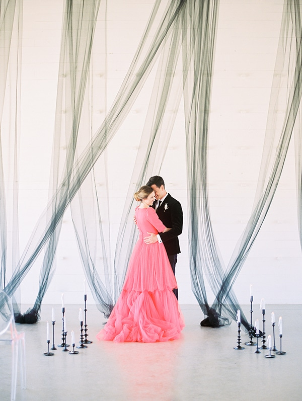 modern-styled-shoot-coral-black-tones_12