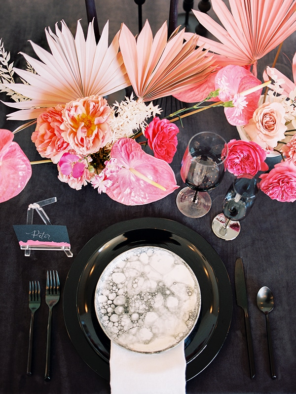 modern-styled-shoot-coral-black-tones_19