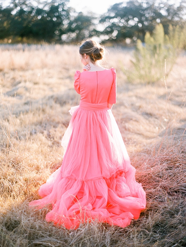 modern-styled-shoot-coral-black-tones_22