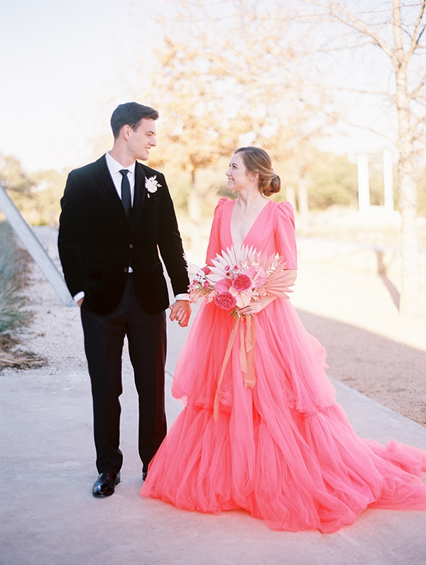 modern-styled-shoot-coral-black-tones_25