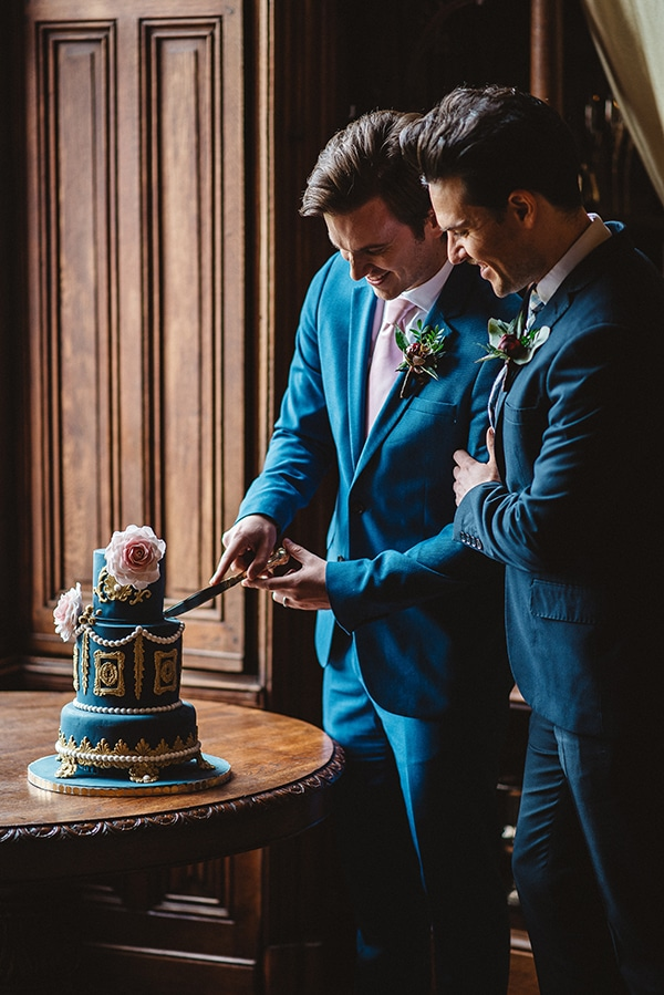 gorgeous-styled-shoot-navy-hues-gold-luxury-details_24