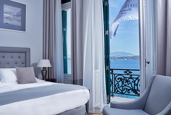 relaxing-unforgettable-honeymoon-moments-poseidonion-grand-hotel_04