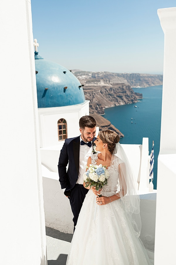 romantic-intimate-blue-white-wedding-santorini_03
