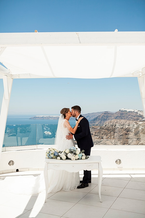 romantic-intimate-blue-white-wedding-santorini_28