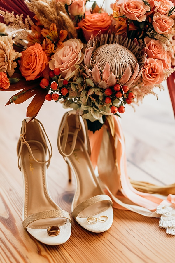vibrant-coral-styled-shoot-with-retro-touches_04