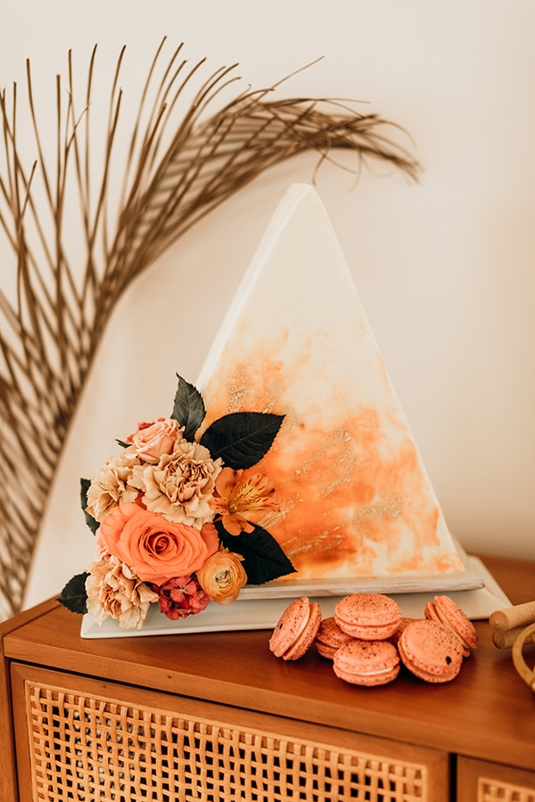 vibrant-coral-styled-shoot-with-retro-touches_23