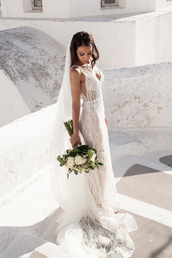 romantic-wedding-santorini-white-fresh-flowers-greenery_04